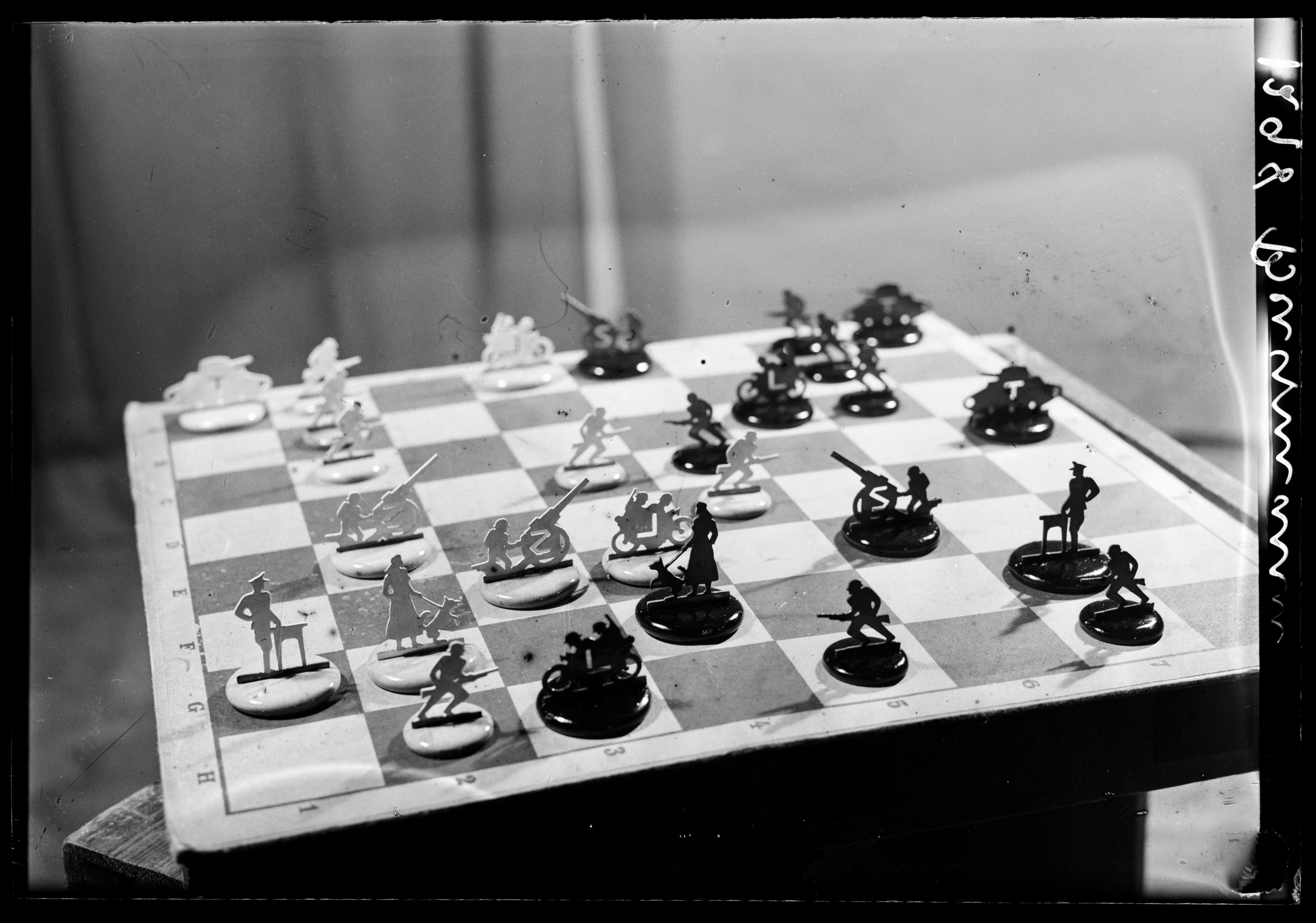 Sjakkbrikker, 1942